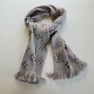 Louis Vuitton Gris Perle Light Gray Scarf